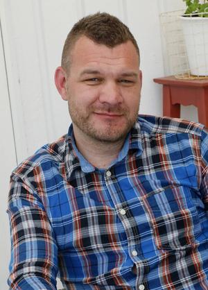 Daniel Svensson jobbar i dag som lärare på Bergviksskolan i Söderhamn och han stormtrivs med att hjälpa ungdomar och att få dem att verkligen lära sig att lyssna.