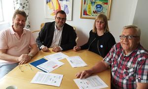 Alliansen i Härnösand vill sänka kommunalskatten, fr v Anders Gäfvert, Jonny Lundin,  Eva Olstedt Lundgren och Ingemar Wiklander.