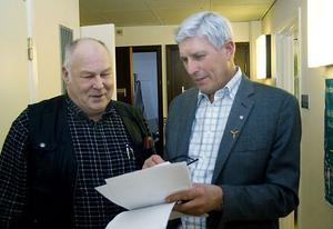 Ska kommunalrådsduon splittras. Sven-Åke Eriksson, 66 år,  har ännu inte gett besked om han vill ta en period till. Stig Eng, 63 år, gav sitt klartecken.