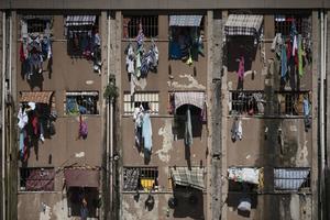 Här är en bild från ett annat fängelse i Porto Alegre i Brasilien. Landet är ökänt för sina överfulla fängelser.