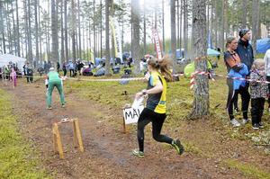 I går sprang omkring 500 orienterare i en rad olika klasser i skogarna vid Blåberga utanför Hallsberg