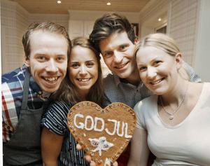God jul alla LT- läsare önskar Emil Jönsson, Anna Haag och David och Helena Ekholm.