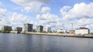 Närmast kajkanten i Nyhamn är det tänkt att den sista höga byggnaden, Flaggan, i Gävle Strand etapp två ska byggas. Det har hittills inte blivit av, på grund av vikande efterfrågan på dyra bostadsrätter.