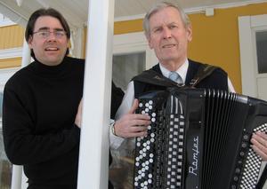 Spelade och sjöng. John Sund och Bertil Larsson. Foto: Helena Isacsson