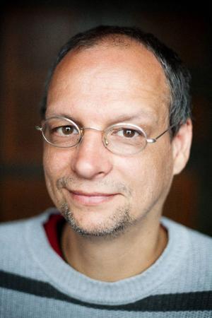 Philipp Hennevogl demonstrerade sin arbetsteknik för publiken på Härjedalens kulturcentrum.PhilippHennevogl.