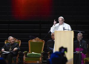 Påven Franciskus talade i Malmö Arena på måndagen. Till vänster sitter Lutherska världsförbundets ordförande Munib Younan.