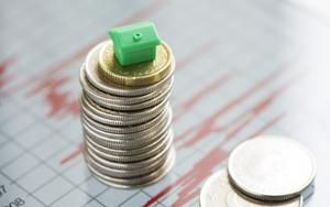 Pengar på hög.  Gör ränteavdrag och  uppskovsregler att bostadsägarna ständigt blir rikare så länge bubblan inte brister?