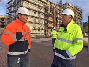 Tord Sahlström, Peab, och Stefan Jönsson, Mälarstrandens utvecklings AB, vid bygget på Öster Mälarstrand.