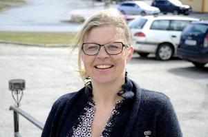 Therese Kärngard (S) hyllar hur Klövsjöborna har arbetat för att locka fler barnfamiljer till byn, och hur de nya har välkomnats i byn.