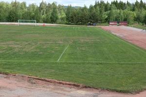 Vitsen med konstgräs är att man kan värma fotbollsplanen och därmed förlänga spel- och träningssäsong. I dagarna startar arbetet att anlägga den nya fotbollsplanen på Ön.