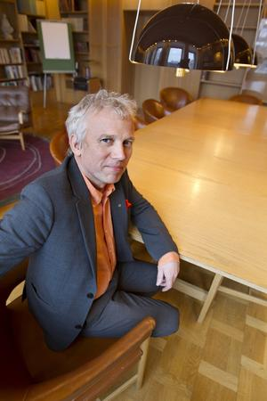 Tveksam. Lars Kallsäby (C) ifrågasätter om Mälarenergi kan kräva pengar efter nästan tio år.