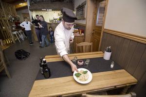 Bra råvaror, gemytlig stämning och italiensk perfektion kan vara receptet bakom restaurang Fjällripans popularitet i Frostviken. Fotograf: Johan Axelsson