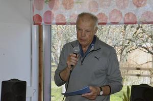 Lars Hedlund från polisveteranerna höll tal.