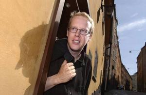 """Bräckesonen Johan Moström kom nyligen ut med sin fjärde deckare """"Rymd utan stjärnor"""".Foto: Claus Gertsen"""