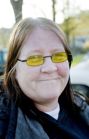 Kan du leva utan bil?Agneta Askinger, 47 år, sjukpensionär, Sandviken:– Nej, jag klarar mig inte utan den. Men jag har inget körkort, utan det är sambon som skjutsar mig. För jag kan inte åka kommunalt, med buss eller så, för jag då blir åksjuk.