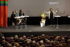 Kyrkoherden Cecilia Nyberg från Täby, frågas ut av expertpanelen på Quality hotell.