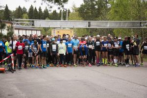 Det var trångt i starten när deltagarna i halvmarathon och 10 kilometer startade samtidigt.