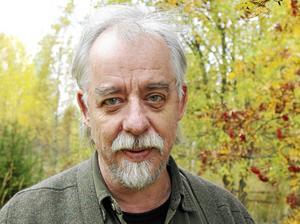 Det gör även poeten, författaren och musikern Thomas Tidholm. Foto: Privat