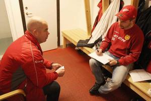 Tränarna HG Olsson och Stefan Gren funderar in i det sista kring laguppställning och vilka som ska få mycket speltid.