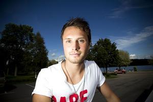 Pelle Lööf vill lyfta Strand till division 3.