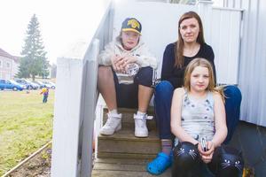 """Familjen Englund i Bredsand blev bestulna på tre cyklar. """"Jag hoppas att cyklarna kommer tillbaka, men har inte så stora förhoppningar"""", säger Tina Englund."""