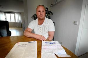 Mikael Andersson, som själv är döv, stoppade en falsk insamling för döva.