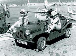 Mini Moke var först tänkt som ett militärfordon men hjulen var för små och brittiska armén tackade nej. Istället blev den en populär semesterbil.