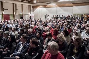 Fullsatt i stora salen på Folkets hus i Sveg när statsministern kom på besök.