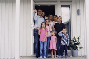 Gunnar, Simon, Susanne. Milli, Elin, Filip, Jakob. Juno, Ilon. Familjen Zeeck, som medverkar i tv-programmet
