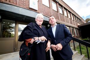 Roger Haddad besökte polisstationen i Fagersta tillsammans med Anita Lilja Stenholm (L), fullmäktigeledamot i Fagersta. Haddad berättade att det i Liberalernas förslag till budget ingår en satsning per år på 500 miljoner kronor för att få ut 2000 ordningsvakter till Sveriges kommuner.