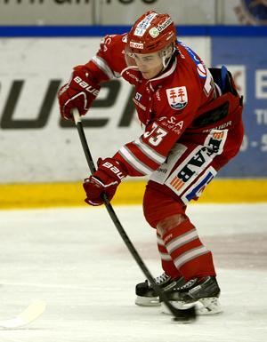 Tommy Stenqvist, här i Timråtröjan. Nästa säsong byter han till blått...