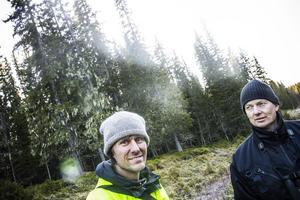 Pär Hedberg, Länsstyrelsen Jämtland och Ralf Lundmark, extern inventerare är imponerade över artfyndigheterma.