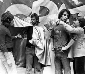 Pjäsen Alldeles vanlige Ville spelades 1973 med Örjan Säll, Jan Tiselius, Erik Ranhagen och Ulla-Britt Norrman.