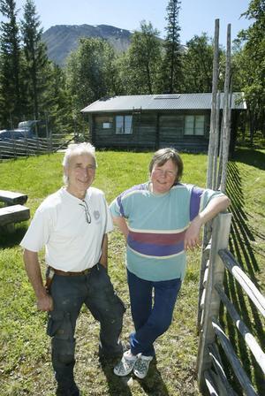 Glada att det satsas ordentligt på Sonfjällets nationalpark är Mats Ericson och Margareta Kristoffersson.– Det här blir rejält och bra, säger Margareta som tillsammans med familjen driver fäbodvallen uppe i Nyvallen.