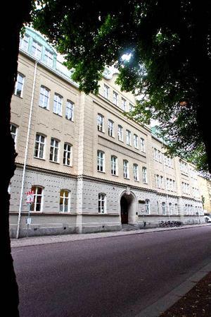 Vasaskolan i Gävle. Här begicks giftmord i Maria Langs deckare.