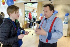 Isak Arbman diskuterade EU-frågor med Jens Nilsson (S), EU-parlamentariker och tidigare kommunalråd i Östersund.