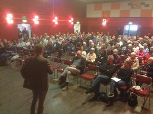 Ungefär 160 personer hade tagit sig till Folkets hus i Söderfors på onsdagskvällen.