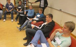 IT-klassen diskuterade här för och emot piratkopiering. Det blev en intressant diskussion. Foto: Roland Engvall