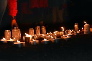 En ljusmanifestation hålls i Borlänge på fredag eftermiddag.