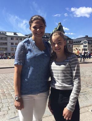 Meja Hagström fick en bild med Kronprinsessan Victoria under besöket i Falun under gårdagen.