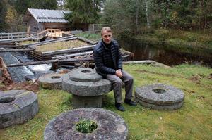Göran Albinsson vid skvaltkvarn, Axikwenn.