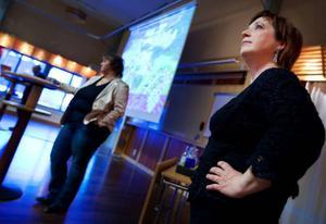 I omgångar har beslut om en ny arena för issporter i Östersund skjutits upp, utretts och stötts och blötts i olika sammanhang. Men efter en återremiss i fullmäktige med krav på ännu mer utredning så är den politiska arenagruppen klara att ta kompletteringarna till kommunstyrelsen. Det berättade Karin Thomasson, (Mp), och Annsofie Andersson (S) i går kväll. Också Sven Hellström (C) är med i anläggningsgruppen.Carina Zetterström är också med i gruppen men kunde inte vara med på onsdagens samtal.