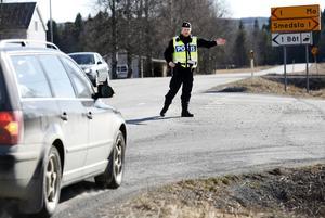På några timmar i måndags eftermiddag fick polisen ta hand om 2 körkort och skriva ut ett ntal fortkörningsböter vid kontrollen på E 45.