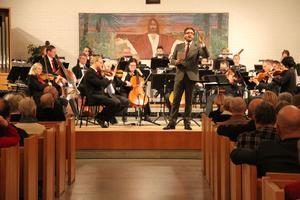 Under dirigent Alexander Hansons ledning bjöds åhörarna in att sjunga med i bland annat Stilla natt.