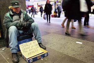 De hemlösa blir allt fler i Sverige. Nu har konceptet Bostad först, närmare sex år sedan lanseringen, utvärderats. Resultaten visar på att en stor del av de hemlösa kommer in och stannar kvar på bostadsmarknaden till en låg kostnad.
