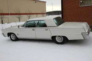 Vit som snö var den, nästan, den Imperial som stod prydligt parkerad utanför Gnarpsviljan.