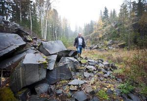 Markägaren Erik Persson hoppas att det gamla diabasbrottet ska leva upp igen och ge ny sysselsättning i bygden.