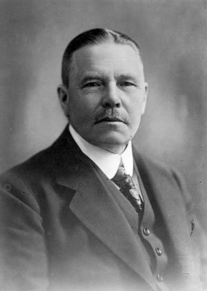 Förebild eller högerspöke? Arvid Lindman höll emot allmän och lika rösträtt, men förespråkade borgerligt samarbete när den ändå hade införts.