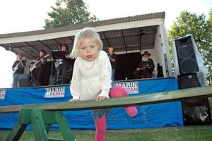 COUNTRY. Astrid Blomqvist, 3,5 år från Stockholm diggade countrybandet Colt 45.