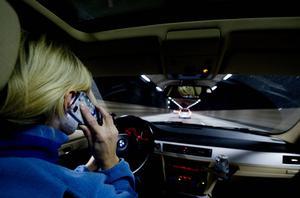 Mobilpratande bilförare.